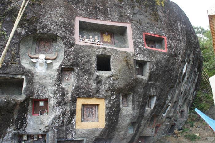 Sulawesi grave toraja rock Bali Authentique