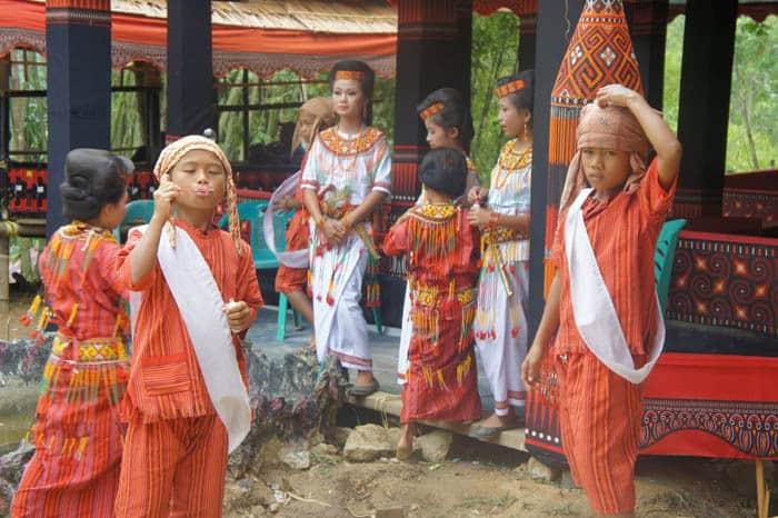 Sulawesi Toraja enfants tenue traditionnelle