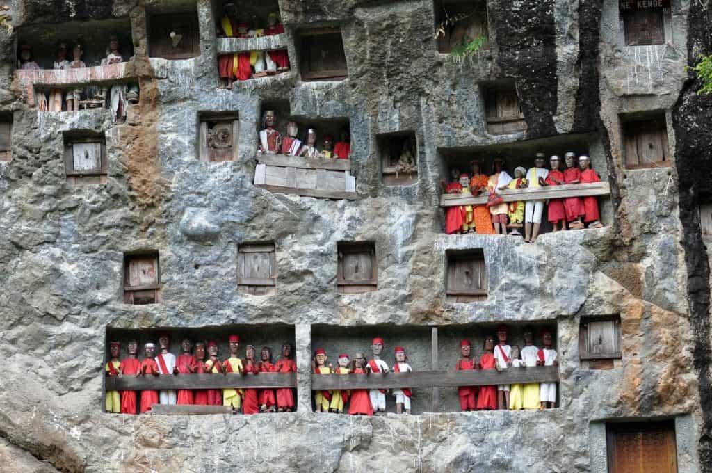 Sulawesi tradition grave tana Toraja