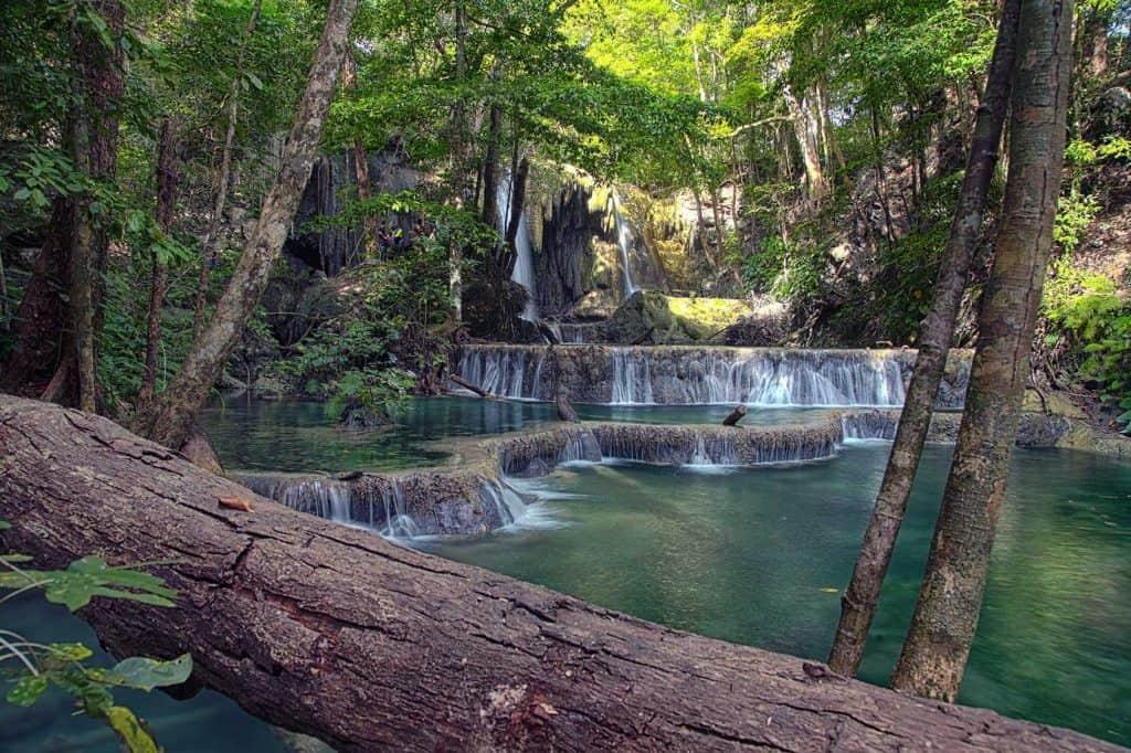 sumbawa moyo indonesie cascades chute d'eau