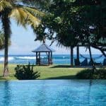Sumbawa Tropical Beach surf hotel resort piscine gazebo hamac