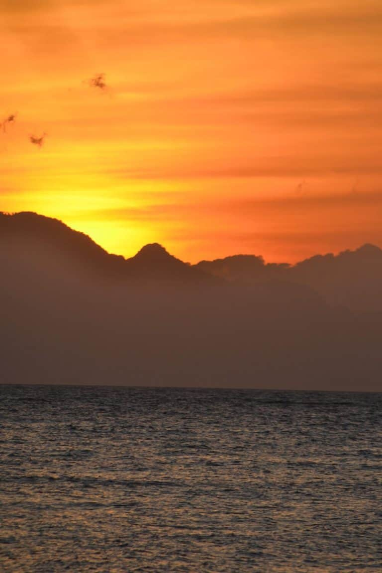 lever soleil bali lovina