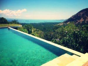 piscine à débordemment bali vue paradisiaque