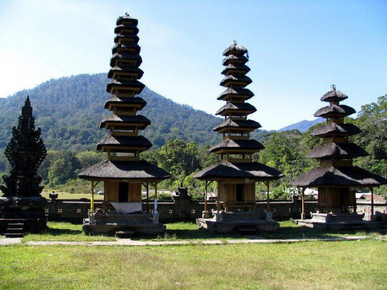 tamblingan temple bali indonesie culture