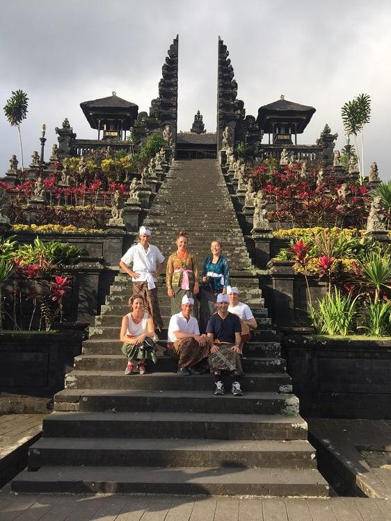sarong temple balinais culture