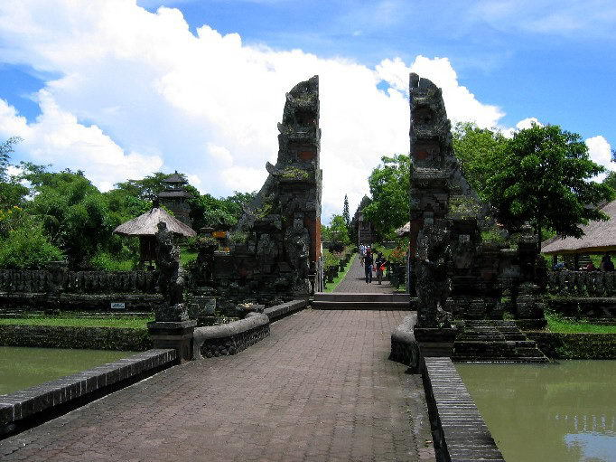 temple bali tan ayuamn mengwi entree