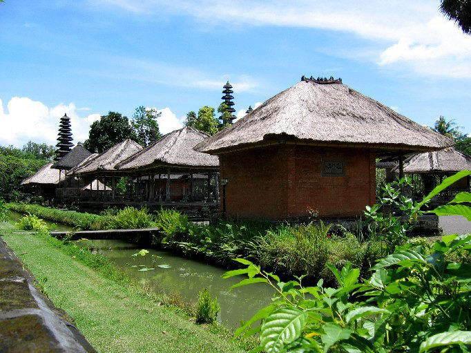 temple bali tan ayuamn mengwi indonesie