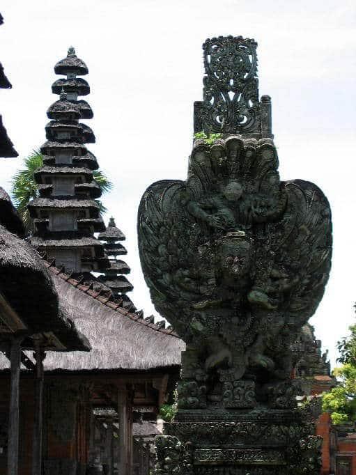 temple bali tan ayuamn mengwi statue pierre