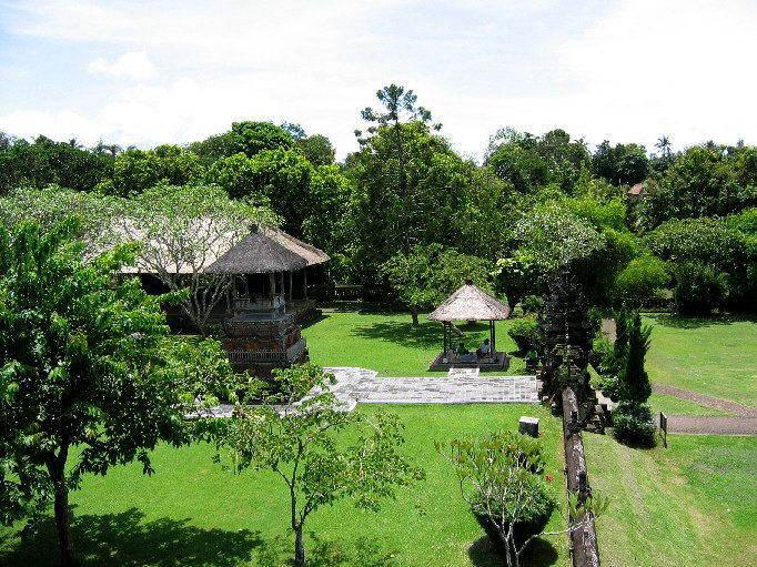 temple bali tan ayuamn mengwi vue jardin