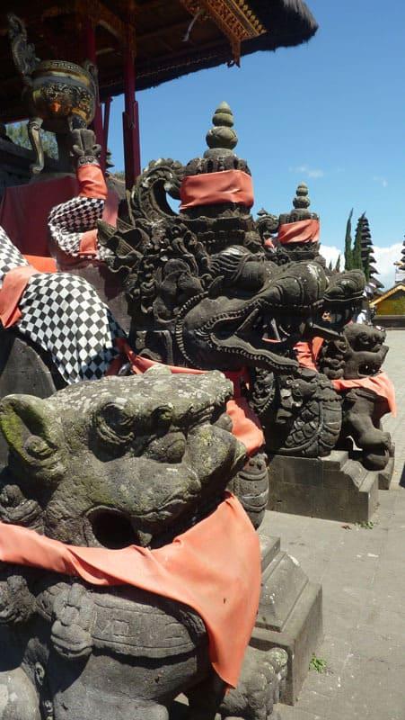 temple bali ulun batur statues pierre