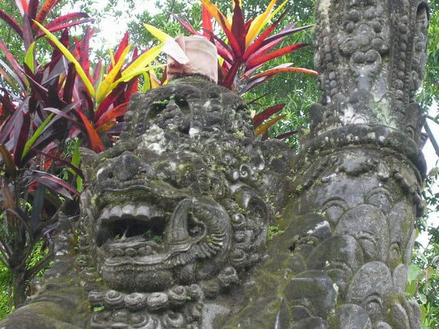 temple hindou lumajang statue ile de java indonesie decouverte