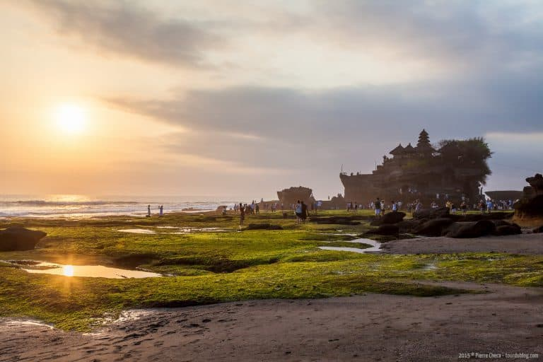 tanah lot temple bali sunset
