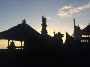 temple balinais coucher de soleil bali