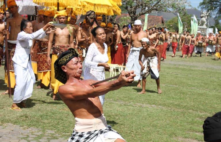 Tenganan Bali aga village ceremonie ngiring kriss