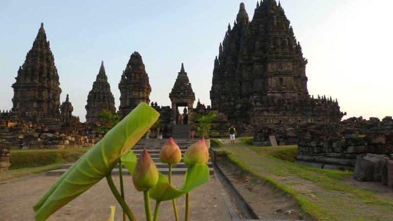 testimonial Java candi prambanan pano