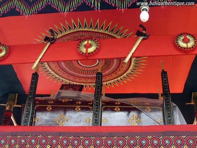 sulawesi tomate funeraire toraja cercueil peint main