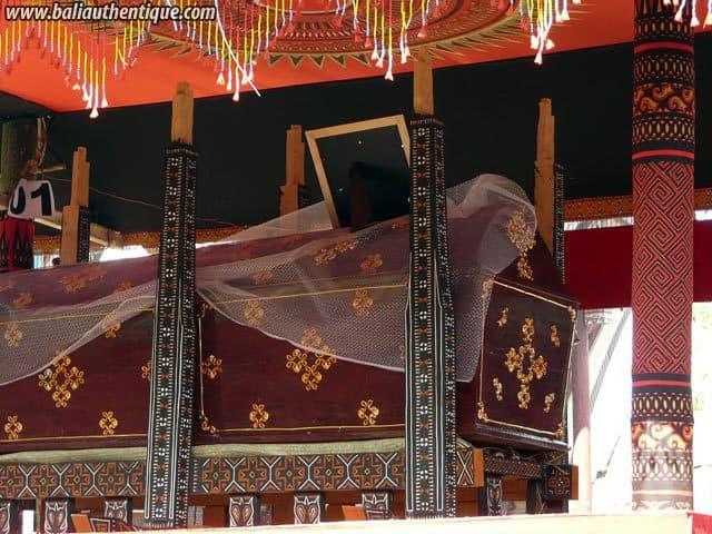 sulawesi tomate funeraire toraja cercueil