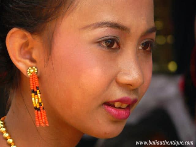 sulawesi tomate funeraire toraja portrait jeune femme