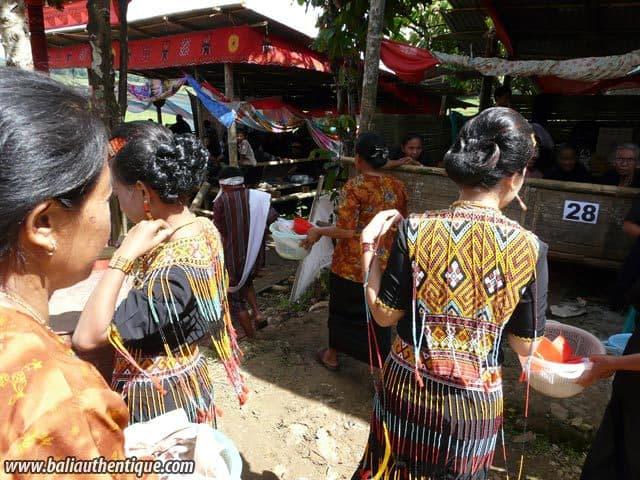 sulawesi tomate funeraire toraja tenue traditionnelle