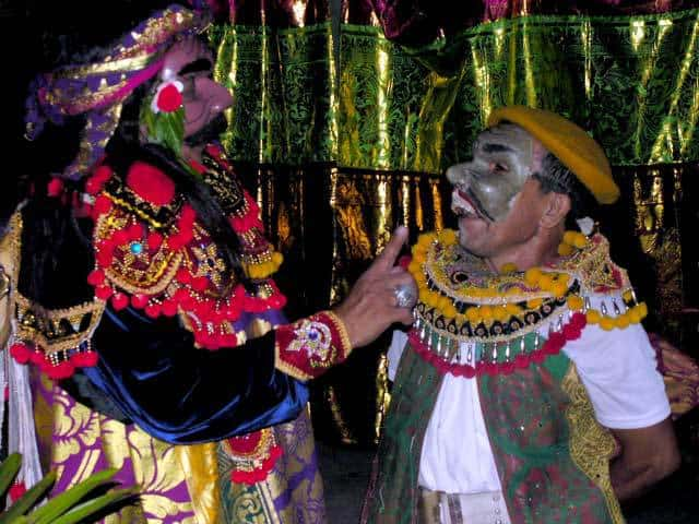 topeng comedie balinaise indonesie theatre local