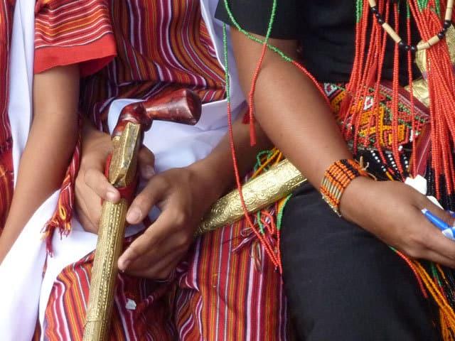 sulawesi toraja ceremonie funeraille detail costume