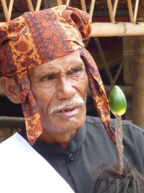 sulawesi toraja ceremonie funeraille portrait homme indonesie