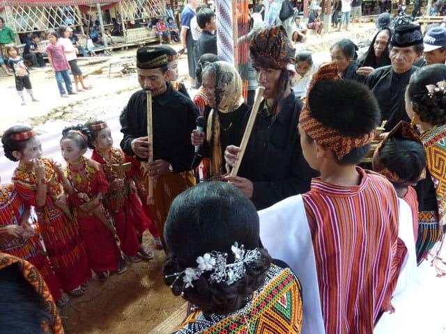 sulawesi toraja ceremonie funeraille rassemblement