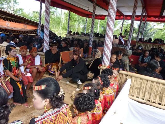 sulawesi toraja ceremonie funeraille sulawesi indonesie