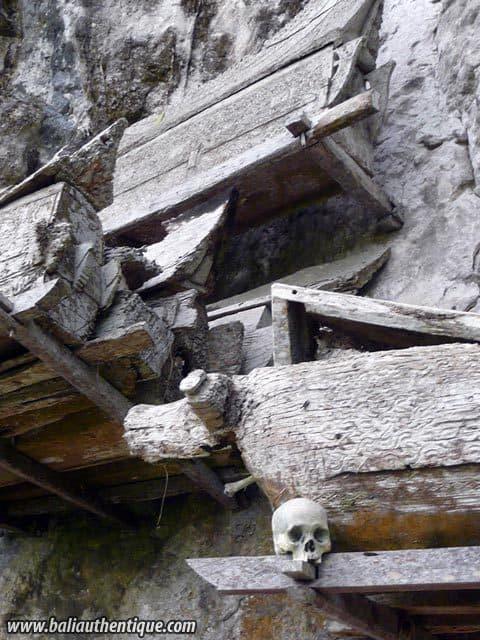 village kete kesu toraja cercueils