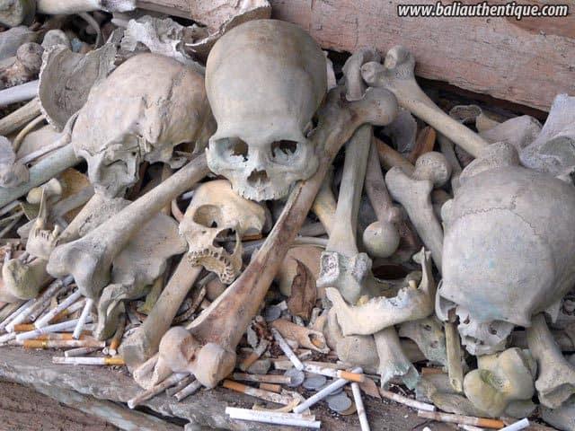 village kete kesu toraja squelettes