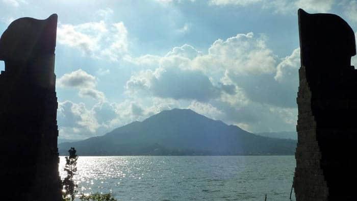 volcan batur bali paysage mer